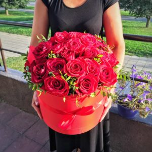 купить коробку из роз в минске