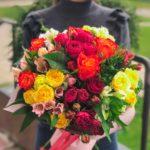 Букет и кустовых роз